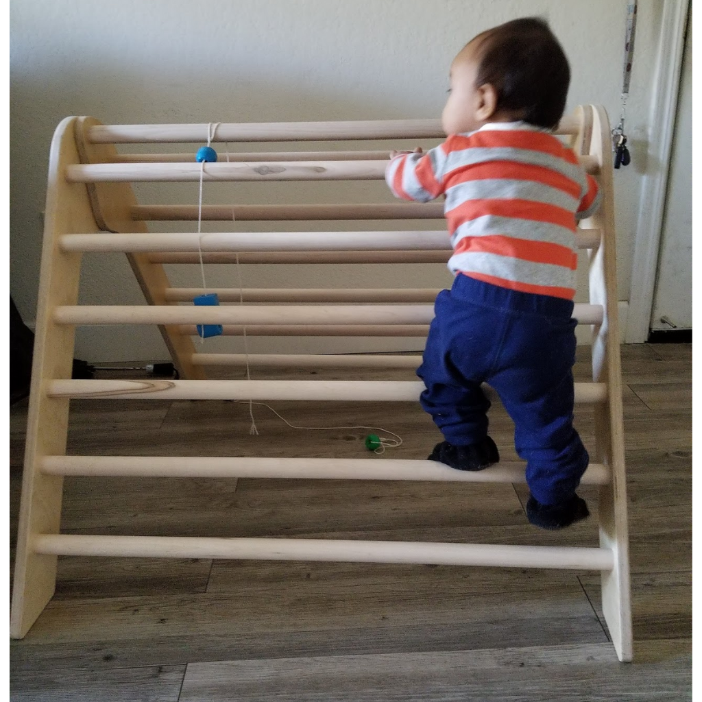 Montessori gifts for a one year old. Best toys for babies and toddlers